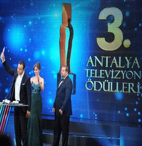 Antalya Televizyon Ödülleri'ne sert eleştiri!