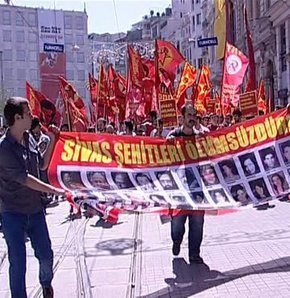 Taksim'de Sivas olayları yürüyüşü