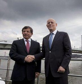 Türkiye ve Hollanda'dan Suriye'ye tam destek
