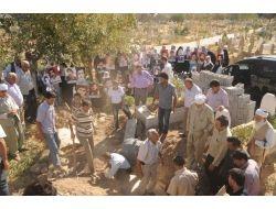 Güçlükonak'taki Kazılarda Bulunan Kemikler Ailelerine Teslim Edildi